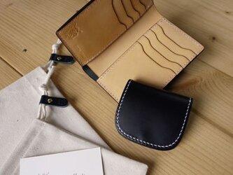 ミディアムサイズの縦長二つ折り財布:TRIP(カードポケット仕様)の画像