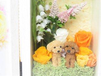 【送料600円~】ハンドメイドのトイプードル フォトフレーム  結婚祝い お誕生日 イエロー バラ プリザーブドフラワー♪の画像