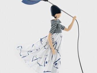 風のリトルガールおしゃれランプ Marida スタンドライト 受注製作 送料無料の画像