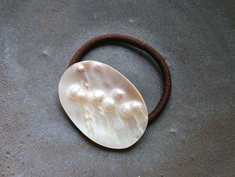 天然石の髪飾り「ホワイト マザーオブパール」の画像