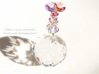 流れ落ちる桜色雫*空に映えるサンキャッチャーの画像