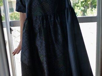 結城紬と大島紬反物からワンピースの画像