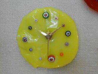 黄色いガラスの時計*の画像