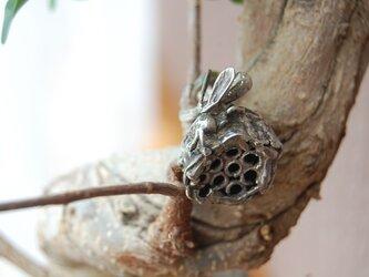 蜂の巣発見!ピンブローチ [SILVER950]の画像