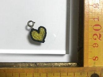 「ハートチャーム 小 イエロー」 *リュネビル刺繍ブローチの画像