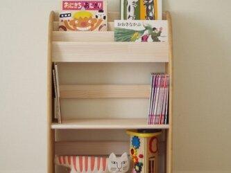 木製の丸いデザインの絵本棚(マガジンラック) 60幅90高 中段広め 受注生産の画像