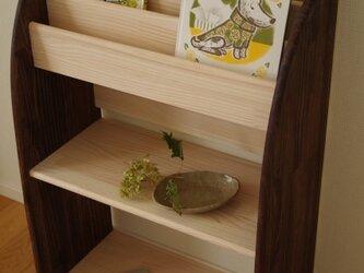木製の丸いデザインの絵本棚(マガジンラック) 60幅90高 下段広め 受注生産の画像