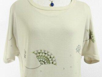 ポンチョ風ショート丈のトップス(古典文様風デザイン花・きなり色)の画像