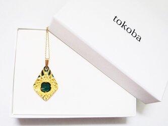 tokoba ピラミッド・ネックレス アンバー緑 くもの巣の画像