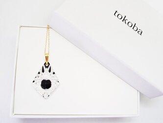 tokoba ピラミッド・ネックレス 黒 くもの巣の画像