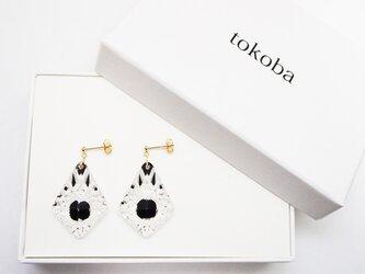 tokoba ピラミッド・ピアス 黒 くもの巣(K18)の画像