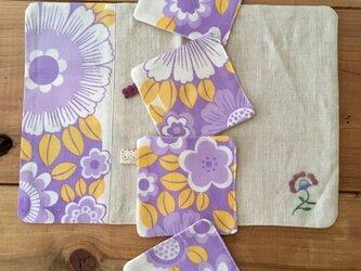 ヴィンテージ花柄生地のコースターとテーブルマットのセットの画像