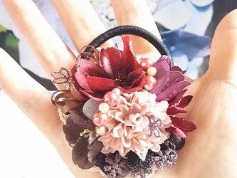 **irodoru**秋桜の唄。゜。゜**ボルドーコスモスとピンクベージュのマムのアンティークフラワーヘアゴム**の画像