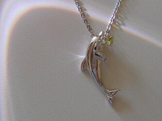 イルカのペンダント(+ペリドット)の画像