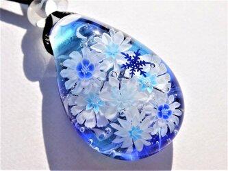 《雪華》 ガラス とんぼ玉 ペンダント 花 雪の結晶の画像