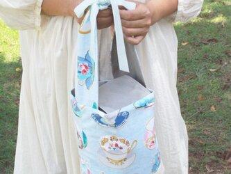 ティーカップの丸底バッグの画像