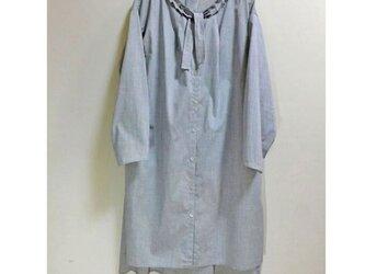 ふんわり羽織るロングブラウスジャケットの画像