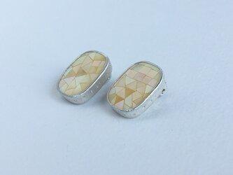 mosaic - shell- イヤリングの画像