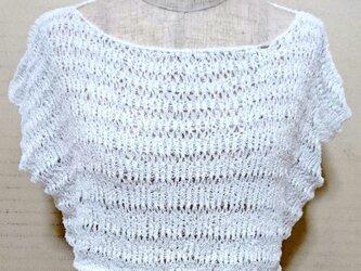 変わり糸で編んだノースリーブセーターの画像