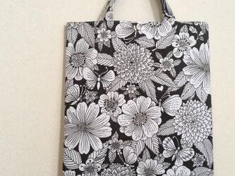 ヴィンテージ生地のトートバッグ ちょうちょとお花の画像