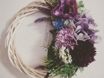 紫陽花とマムのリースMの画像