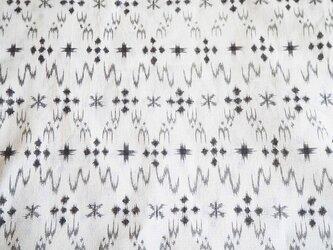 kh0019 琉球紋様のような白絣柄ハギレ140cm☆古布・古裂 /筒描き/型染め/藍染/の画像