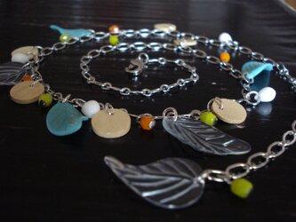 カラフルリーフのネックレスの画像