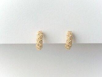 シュガーゴールド♢ガラスの編みくるみイヤリングの画像