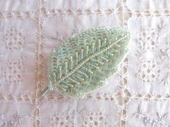 ちいさな葉っぱブローチ ミントシャーベットの画像