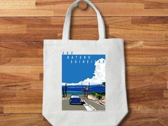 湘南イラスト・トートバッグ「あの夏の水平線」湘南の海岸線と江ノ電、鎌倉高校前踏切&ワーゲン・ヴァリアントのイラストの画像