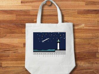 トートバッグ 湘南イラスト「江ノ島灯台と流れ星」江ノ島の灯台と流れ星を描いた可愛いイラスト♪の画像