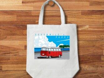トートバッグ 湘南イラスト「セブンマイルズパーク2」江ノ島を見つめるワーゲンバスのイラスト♪の画像