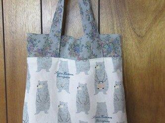 シースルーな花と婦熊のバッグの画像
