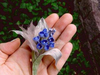 たわわになったブルーのお花 * ビロード製 * コサージュの画像