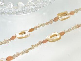 1点モノ天然石ネックレス】ほどよくきらきらミルクティーカラーのロングネックレスの画像