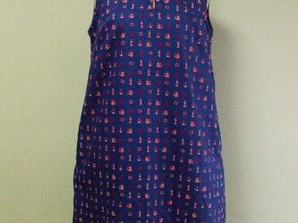 マリン柄プリント セーラー衿ノースリーブワンピース 両脇ポケット付き M~Lサイズ 明るい紺 受注生産の画像