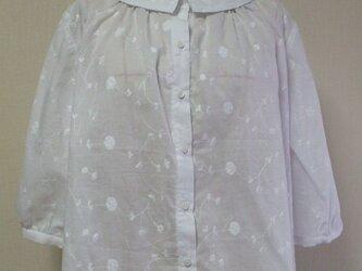 花柄刺繡ステッチ入りレース生地 小さいショールカラーのブラウス L~LLサイズ  白 受注生産の画像