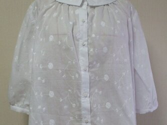 花柄刺繡ステッチ入りレース生地 小さいショールカラーのブラウス M~Lサイズ 白 受注生産の画像