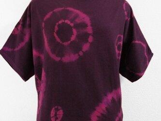 半袖・カットソーのトップス(円絞り染・赤紫色)の画像