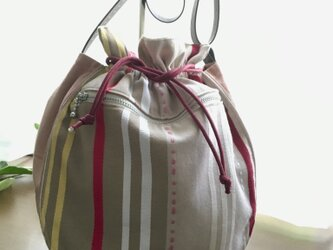パステルピンクの巾着ポシェットの画像