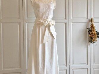 ホワイトデニムとリバーレースのウェディングパンツドレスの画像
