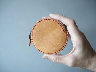 イタリアンレザーの丸コインケース ナチュラルの画像