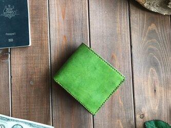 イタリアンレザーを使用した若葉色とキャメル色の二つ折り財布の画像
