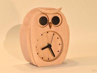 ブナで作ったふくろうの置き時計【クオーツ時計】の画像