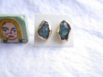 【再3】真鍮 ブルーアパタイト 原石 ピアスの画像