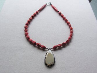 Trocas Shell 珊瑚ネックレスの画像
