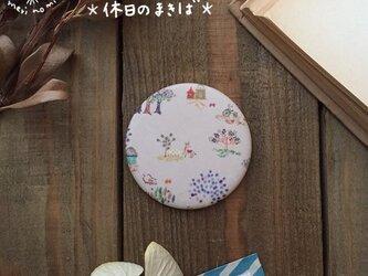 小さな布のハンドミラー【休日のまきば】の画像