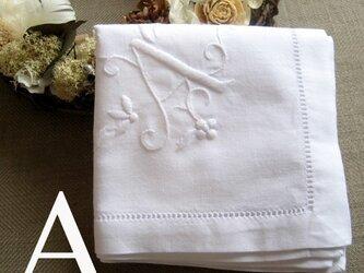 Aging 手刺繍イニシャルハンカチ ホワイトAの画像