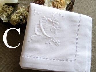 Aging手刺繍イニシャルハンカチ ホワイトCの画像
