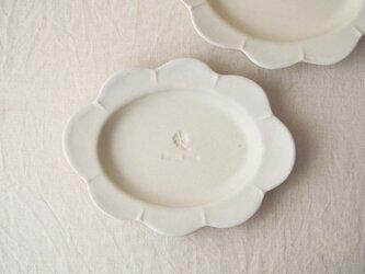 マカロンミルキーホワイト・花だえんリム皿の画像